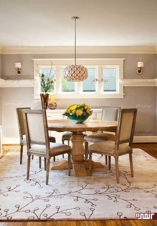 میز غذاخوری دایره ای و فرش مربعی برای زیر آن