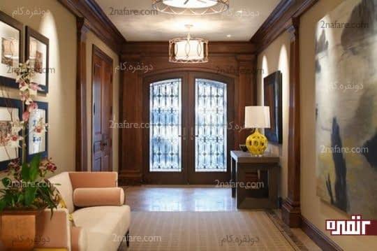 نورهای نقطه ای برای نمایش بهتر تابلوها در ورودی خانه