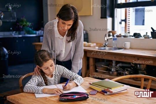 والدین به کودکان ابتداییشون کمک کنن