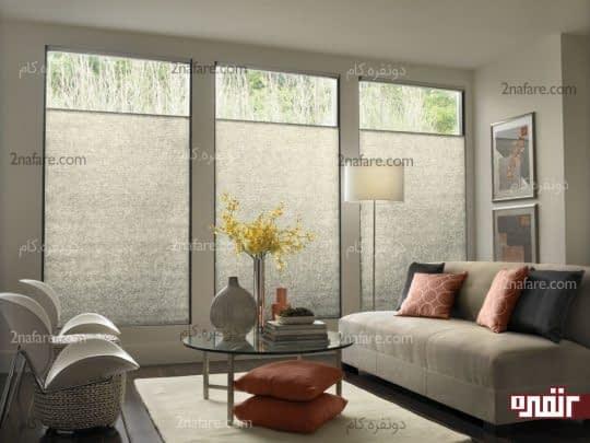 پنجره های قدی و بلند برای انتقال روشنایی به اتاق نشیمن