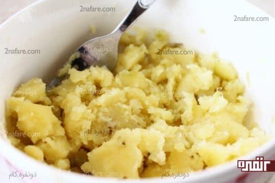 پوره کردن سیب زمینی های پخته