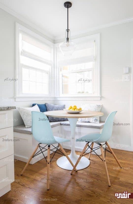 کنج مشرف به پنجره برای میز غذاخوری