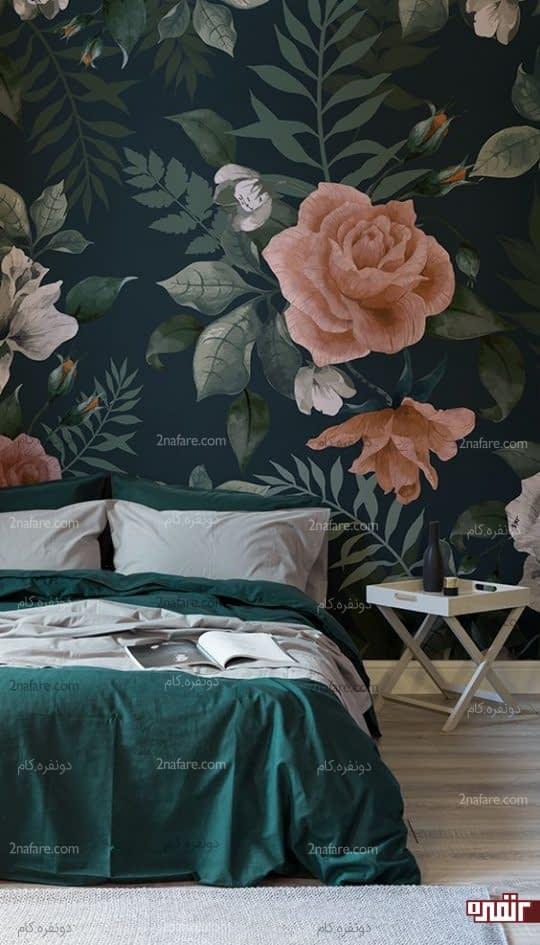 گل رز بزرگ و صورتی روی زمینه ای تیره برای اتاق خواب