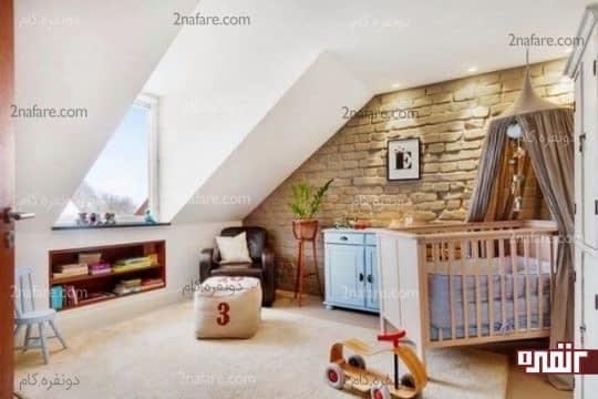 آجرهای طبیعی در دیوار اتاق بچه