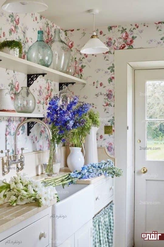 آشپزخانه ای دلفریب با کاغذ دیواری طرح گل و گل های طبیعی زیبا برای تزیین