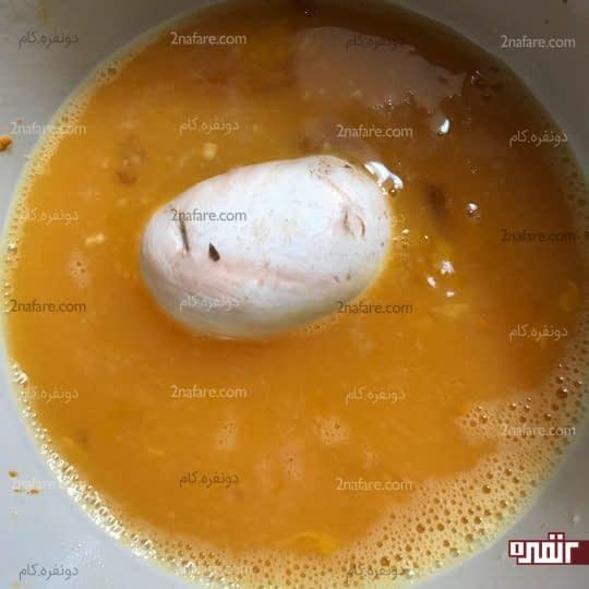 آغشته کردن قارچ به تخم مرغ