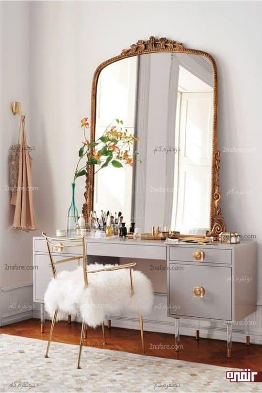 آینه و کنسول زیبا در اتاق خواب