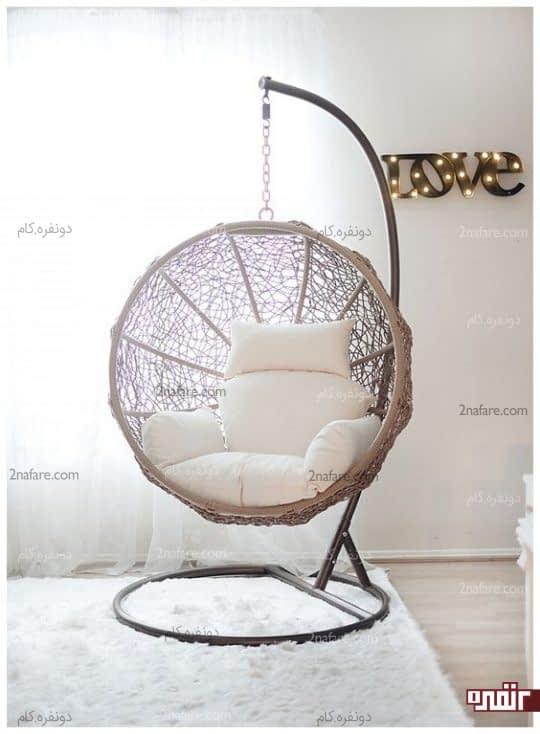 اتاق خواب جذاب با صندلی راحتی معلق