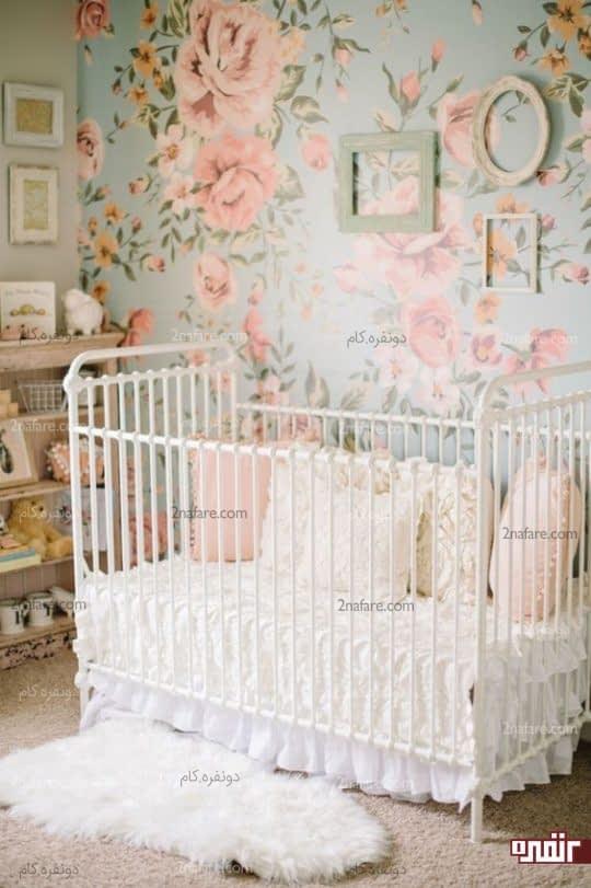 اتاق خواب دخترونه با کاغذ دیواری گلدار