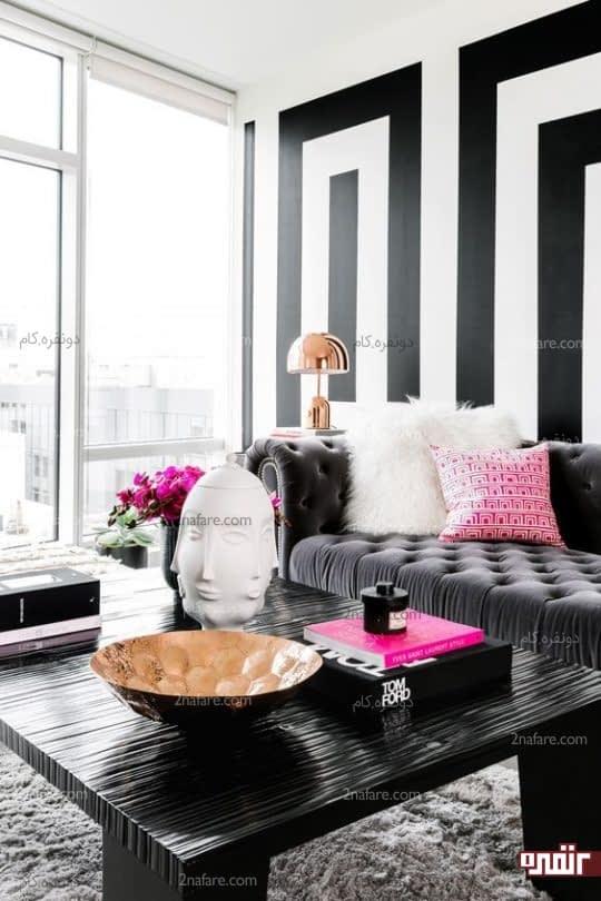 اتاق نشیمن مدرن با ترکیب رنگی سیاه سفید درکنار صورتی و طلایی