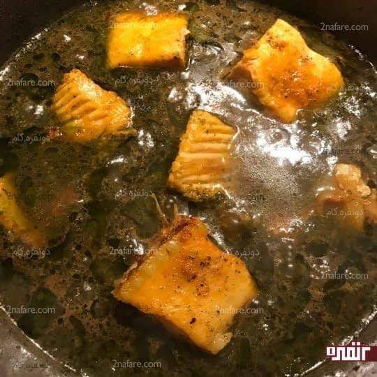 اضافه کردن ماهی به خورشت