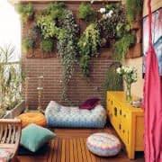 باغچه ای عمودی روی دیوار بالکن