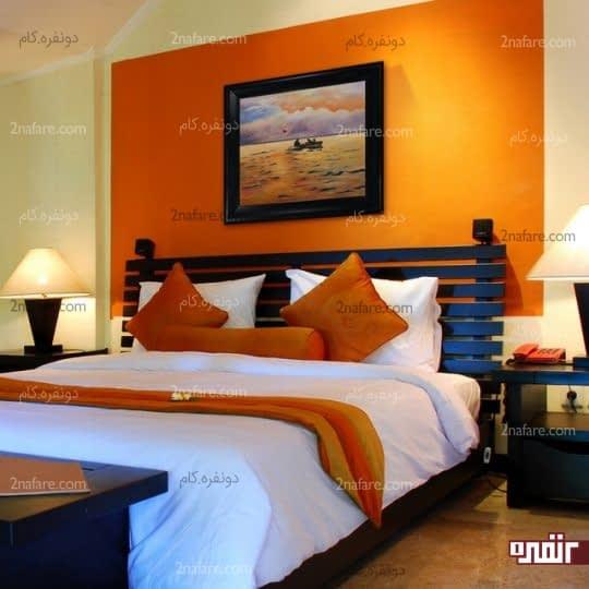 تابلویی زیبا در رنگی هماهنگ با دکوراسیون اتاق خواب