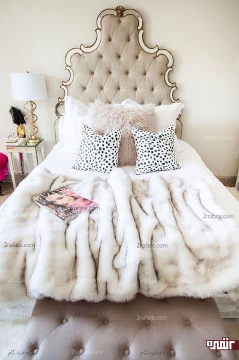 تخت خواب با تاجی بزرگ و حکاکی شده