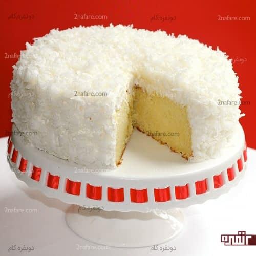 تزیین کیک تولد وانیلی با روکش نارگیل