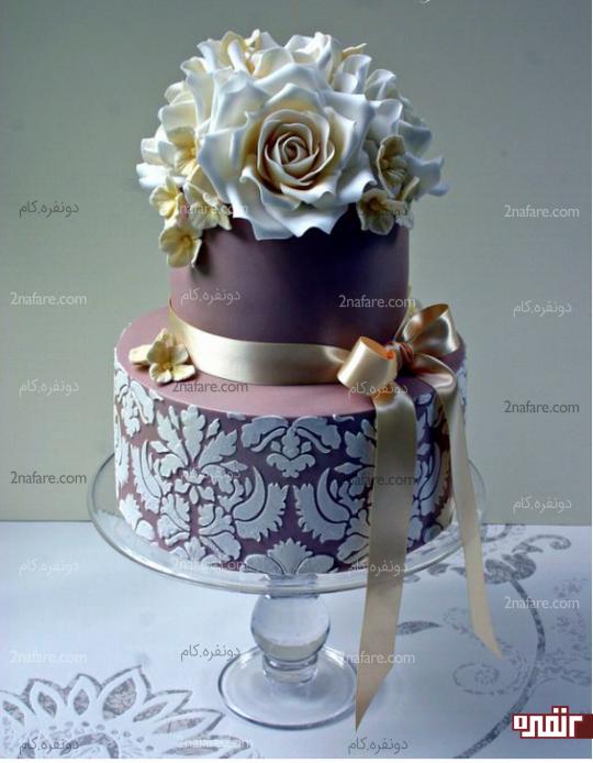تزیین کیک عروسی با رنگ بنفش و اکسسوری های جذاب