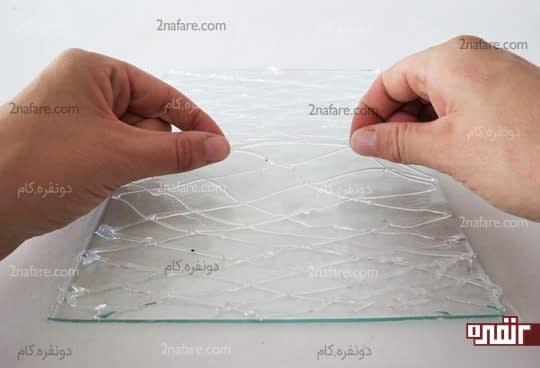 جدا کردن الگوی ایجاد شده با چسب حرارتی از روی شیشه