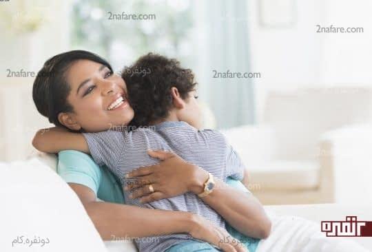 در آغوش گرفتن کودک بینظیر و تاثیر گذار