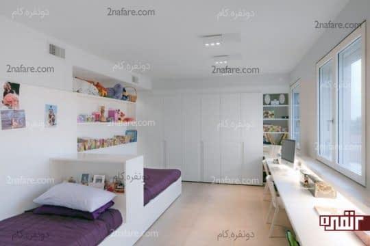دو تخت تک نفره با تاج مشترک در اتاق خواب پسرانه
