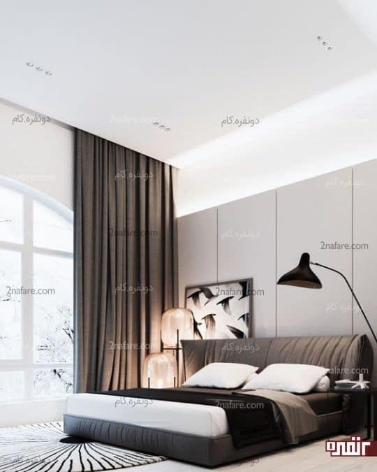 دکور زیبا و مدرن اتاق خواب با تخت و پرده هماهنگ و چراغ کریستال شیک
