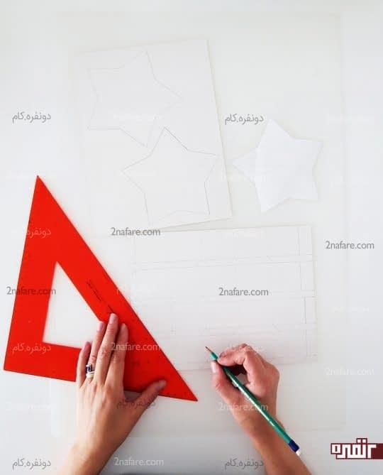 رسم نوارهای کاغذی برای کناره های جعبه کادو