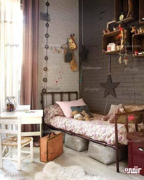 رنگ آمیزی دیوارهای آجری با رنگ های قهوه ای و سفید