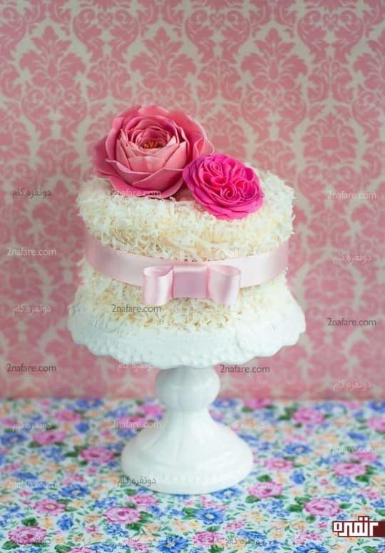 روکش نارگیل و گل مصنوعی از جنس فوندانت برای تزیین کیک تولد