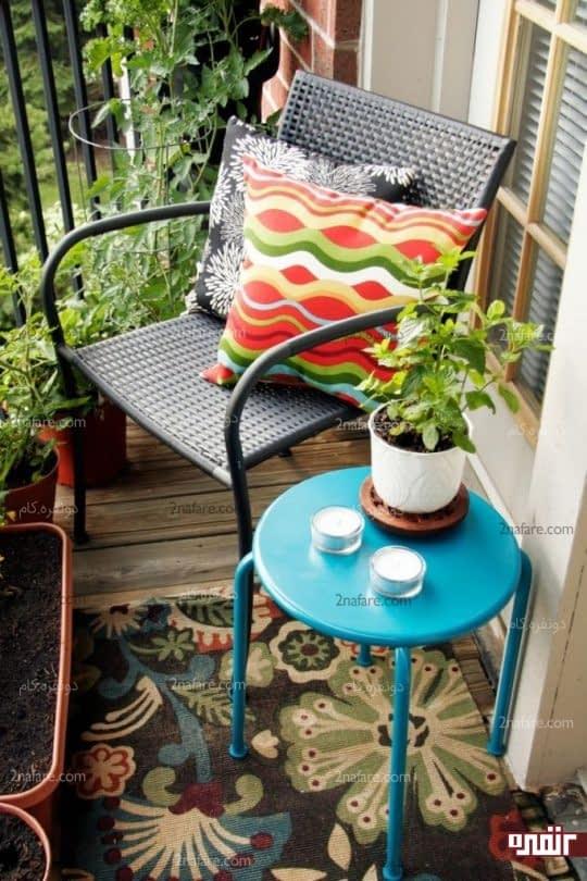 صندلی و میز عسلی زیبا برای استراحتی آرام در بالکن