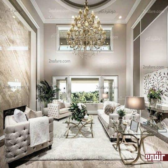 طراحی دکوراسیون اتاق نشیمن مدرن با ترکیبی از رنگهای خاکستری، کرم و طلایی