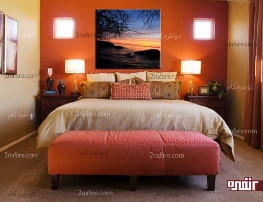 نصب تابلو روی دیوار پشت تخت خواب