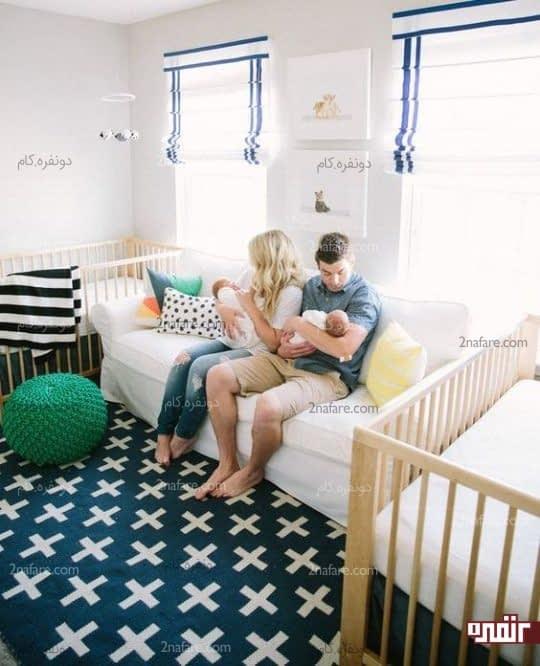 قرار دادن مبلی بین دو تخت برای اتاق دوقلوها