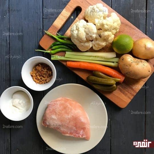 مواد لازم برای تهیه سالاد مرغ و گل کلم
