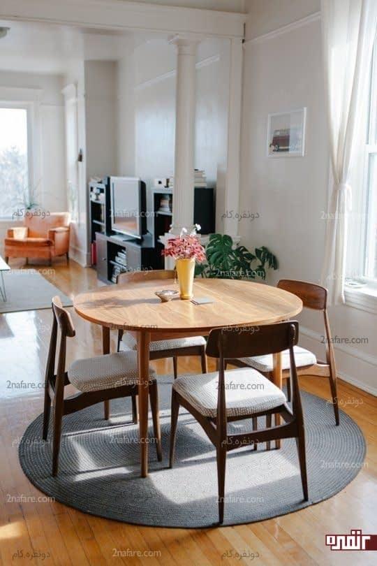 میز گرد با صندلی های زیبا در دکوراسیون