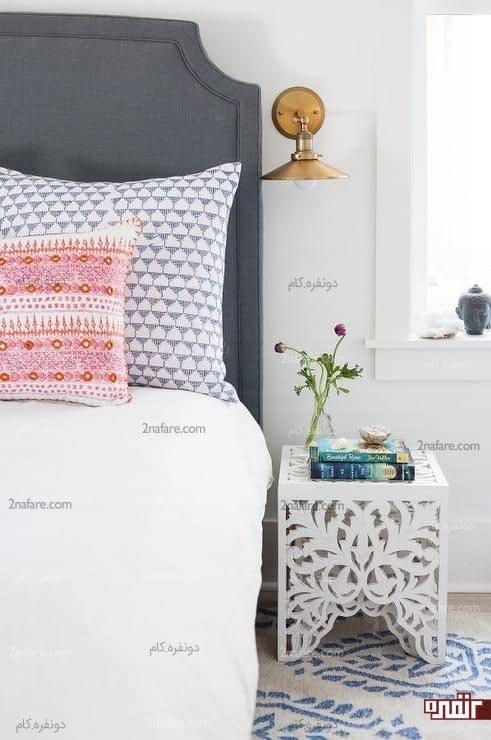 نصب چراغ های دیواری در کنار تخت خواب