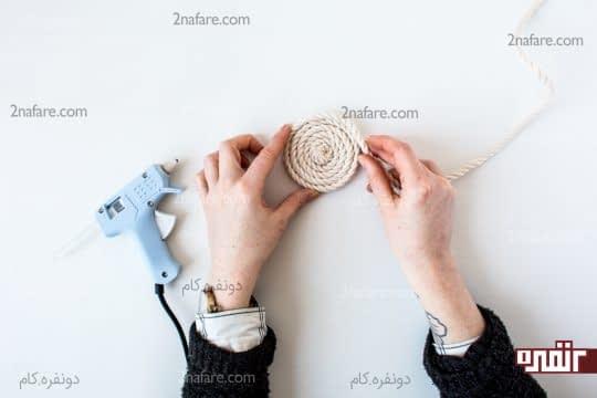 پیچیدن طناب به صورت دایره ای برای ساخت سبد