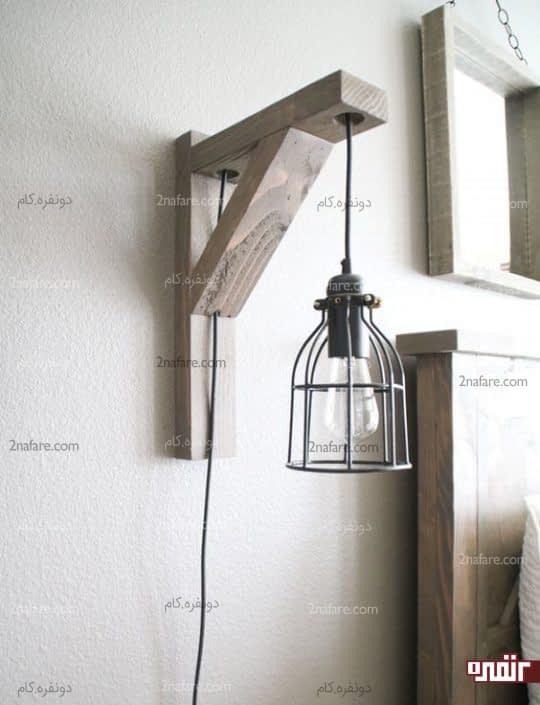 چراغ دیواری فانوس مانند با پایه ی چوبی