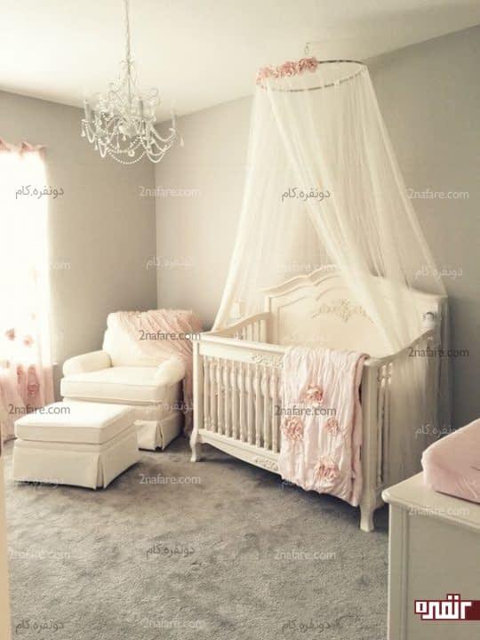 کنجی راحت و دلنشین برای والدین در کنار تخت نوزاد