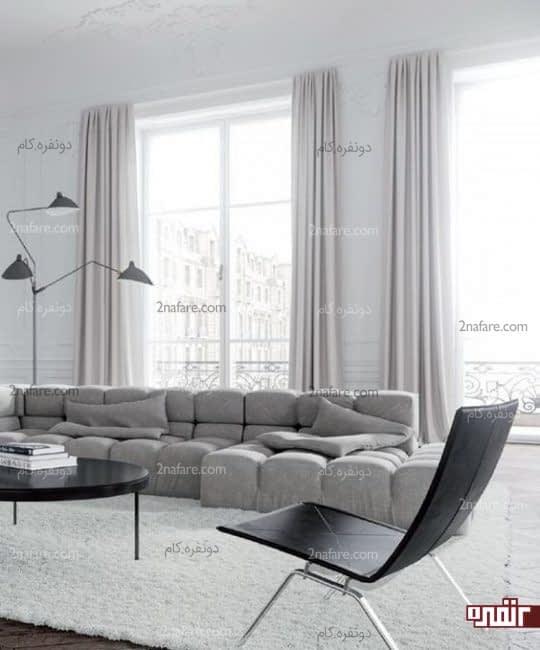 یک فضای مینیمالیست خیره کننده با خاکستری نرم و پرده یاسی