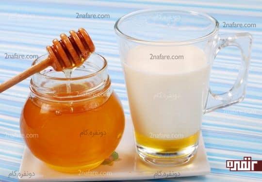 شیر و عسل برای برطرف کردن قرمزی چشم