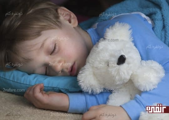 خوابیدن کودک به پهلوی راست