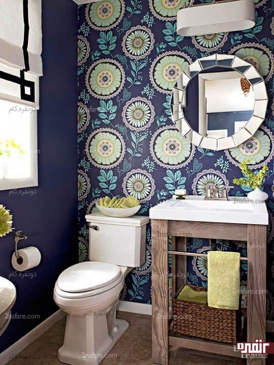 پوشاندن دیوار سرویس بهداشتی با کاغذ دیواری