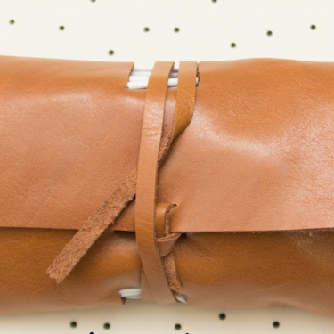 آموزش دوخت کیف دستی چرم رولی برای نگهداری شارژر و هندزفری