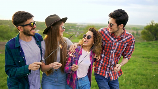 استفاده از طبیعت و عینک در عکس اسپرت