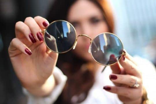 استفاده متفاوت از عینک در عکس