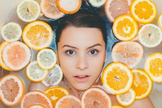 با خوردن لیمو از پوست خود محافظت کنید