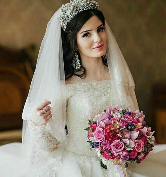 تاج پهن عروس و تور روی مو