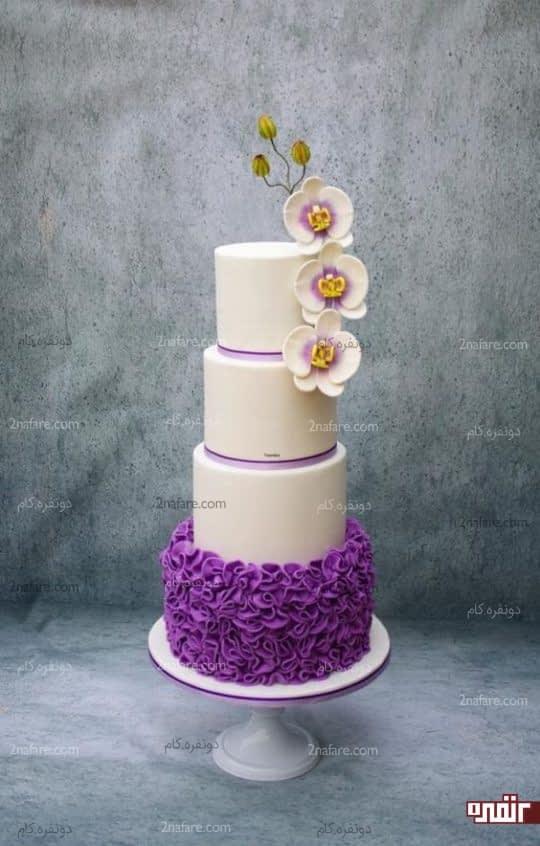 ترکیب رنگ زیبای کیک سفید و بنفش عروسی