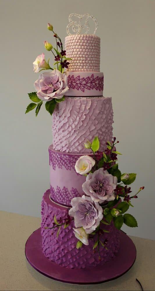 تزیینات متنوع کیک عروسی به رنگ بنفش