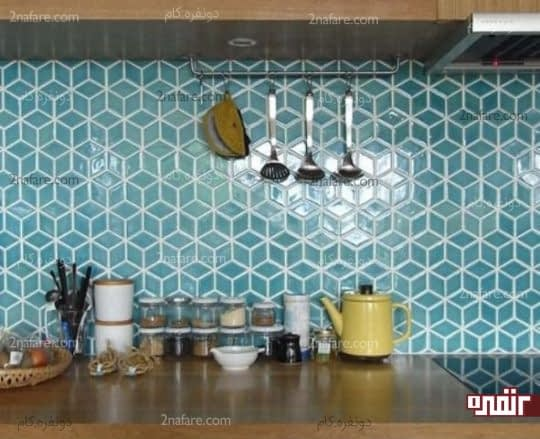 تزیین دیوار آشپزخانه با کاشی های رنگی هندسی