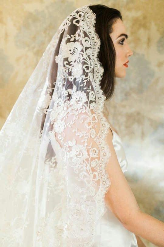تور عروس حاشیه دار